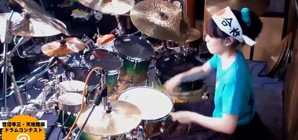 This video was posted on Youtube few months ago and gone viral. In this video, a japanese girl performs at drums. Japanese drummer Senri Kawaguchi is only sixteen, but she has already made a name for herself in the music world. Professional drummers and percussionists who have been performing years can't compete with her. This video of her playing Jinshin War by Kawaguchi Chisato is trending with over a quarter million views! This Japanese Girl Is Better At The Drums Than You'd ExpectShare…