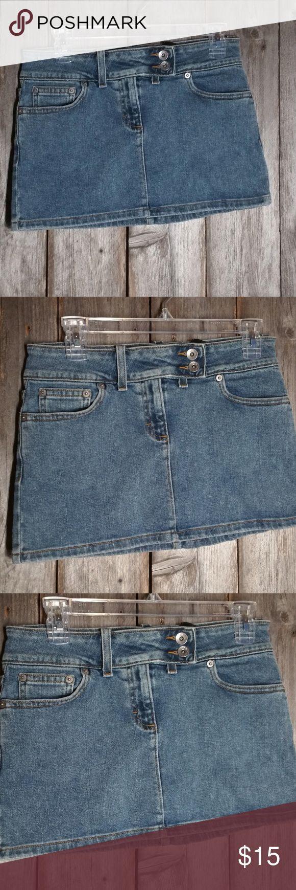 Calvin Klein Skirt Mini Blue Jean Denim Calvin Klein Blue Jean Denim Junior Skirt Mini Short Pencil Straight size 7  Cotton & spandex Mini skirt Approx waist 29, length 12 Gently used Light to medium wash Calvin Klein Skirts Mini