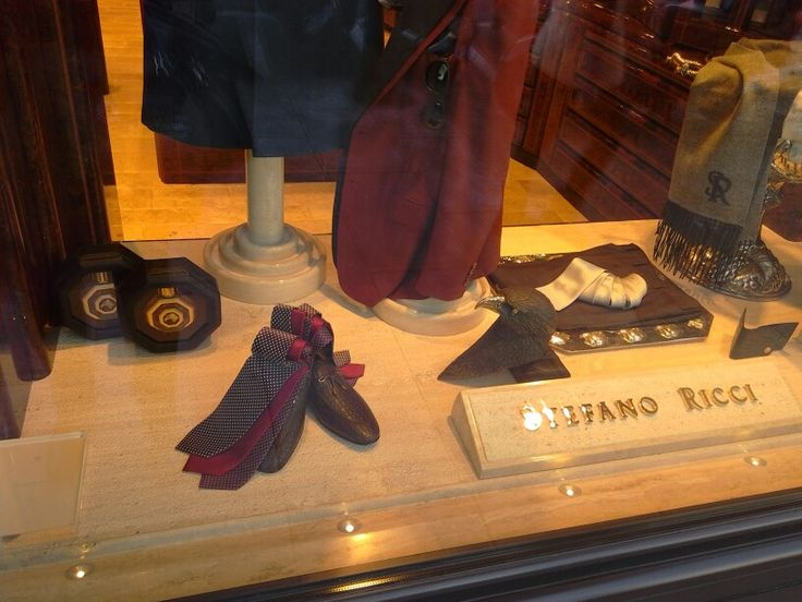 #geneva #geneve #switzerland #stefanoricci #vm #visualmerchandising #windowdressing