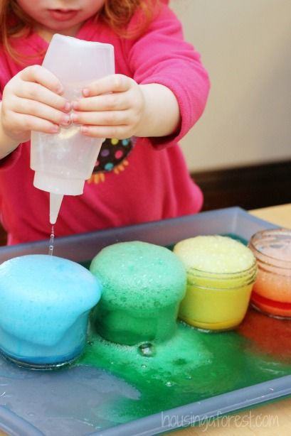 Vinegar Baking Soda Preschool Science ~ 3 fun ways to learn and play with Fizzing Paint