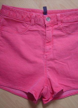 À vendre sur #vintedfrance ! http://www.vinted.fr/mode-femmes/short-courts/27482178-benetton-short-rouge-delave-taille-38-neuf