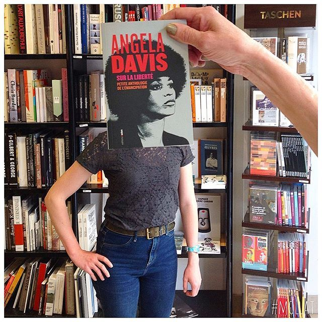 #deslibrairesàvotreservice avec Angela Davis, Sur la liberté, petite anthologie de l'émancipation, éd. Aden #angeladavis #bookface #sleeveface #livre #book #buch #libro #livro #bok #книга #本 #책 #kitap #librairie #کتاب #bookshop  #librairiemollat #mollat #bordeaux #igersgironde #الكتاب
