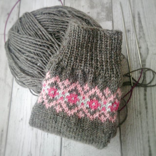 Sock knitting on a Saturday afternoon♥ #solidagosocks #knittersofinstagram #fairisle