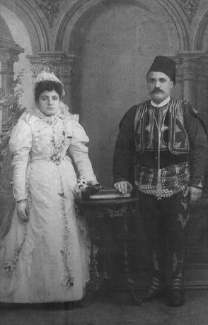 İstanbul _ 1875 Ermeni'lerin düğün resimleri.Voski Reyisyan ve Yeranos Topalyan