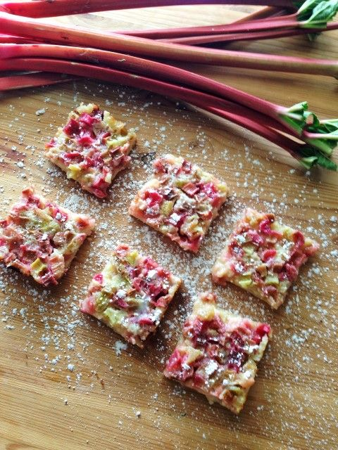 Deliciously tangy, sweet rhubarb bars with a sweet shortbread crust - ohhhhh yum, rhubarb treats, thee best!