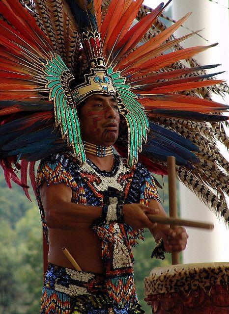 www.villsethnoatlas.wordpress.com (Aztekowie, Aztecs) aztec drummer