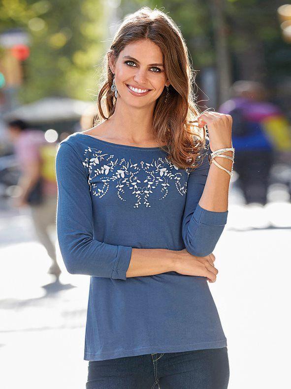 b6f949433bf Esta camiseta de corte inspiración bailarina realzará tu silueta de manera  femenina. Camiseta de escote