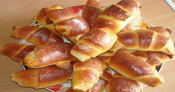 Jednoduché rohlíčky plněné marmeládou! | Vychytávkov