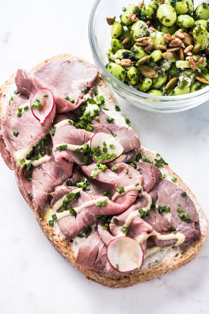 Dit broodje rosbief met mierikswortel is een echte traktatie tijdens de lunch, maar zó makkelijk om te maken! #recepten #vleeswaren