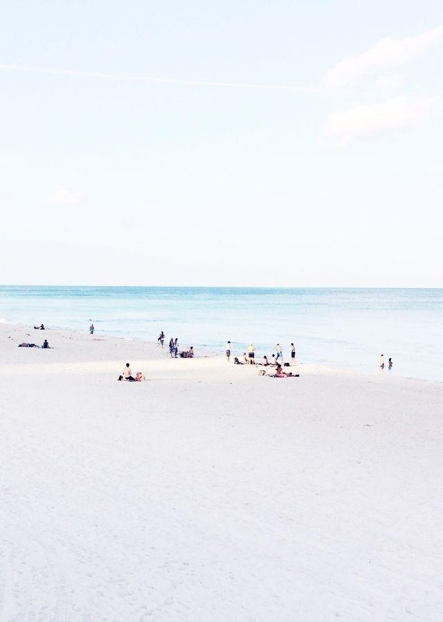 South Beam Miami Pastellblau: Hier zeigt sich, wie sommerlich die Farbe mit Weiß wirkt.