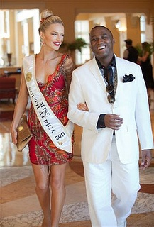 Melinda Bam and the General Manager of the The Sun International Table Bay Hotel, Sherwin Banda