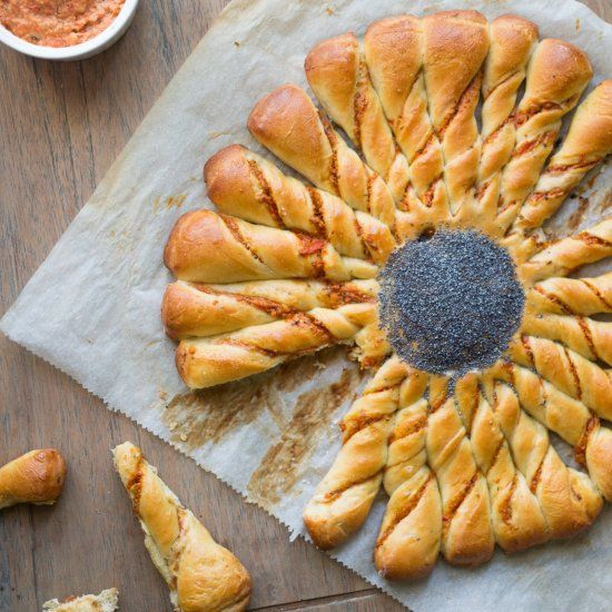 Filled with roasted bell pepper pesto, this pinwheel bread is particularly great to serve at parties! Tear and share taken to a new level!