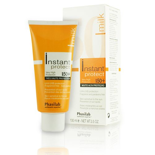 £22.95 (RRP £25) Phasilab Instant Protect Milk SPF 50 + is a breakthrough formula taking the market by storm. This tinted sunscreen offers the most reliable UV and anti-aging protection and is proven to fight signs of aging, sun damage and sun spots.