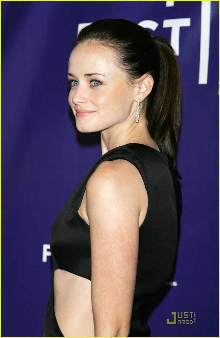 Alexis Bledel is Cut Out for Acting Photo Former Gilmore Girl Alexis Bledel works out a dress with cut,out detail as she walks the red carpet at the