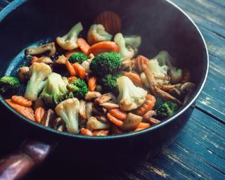 Wok de légumes d'automne à la sauce soja : http://www.fourchette-et-bikini.fr/recettes/recettes-minceur/wok-de-legumes-dautomne-a-la-sauce-soja.html-0