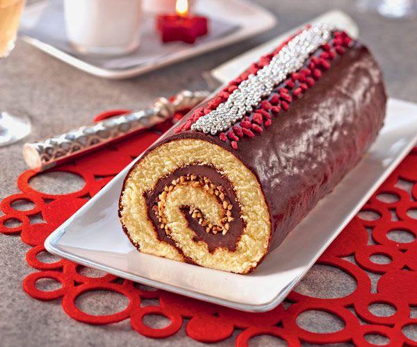 Toujours en quête de votre bûche pour Noël ? Optez pour cette version croquante au chocolat et au pralin. Une recette délicieuse !