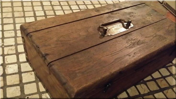 Kis írószertartó doboz