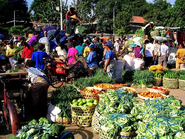 Pasar Ginawang or Ginawang Market located near Ginawang Bus Terminal in Yogyakarta.  http://www.goindonesia.com/id/indonesia/jawa/yogyakarta/belanja/pasar_tradisional_yogyakarta/pasar_giwangan