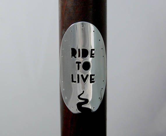Ride to live insignia de bicicleta. Escudo para bicicleta. Aluminio espejado. Lista para enviar.