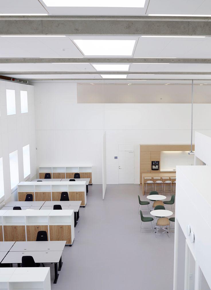 Novo Nordisk 7FB Offices - RH ARKITEKTER / The former workshop and warehouse building 7FB at Novo Nordisk in Bagsværd has been converted to workshops and offices.