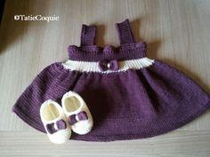 J'ai créé ce modèle de robe il y a quelques années, pour la naissance d'une petite fille de mon entourage. Très simple à tricoter, il avait beaucoup plu aux lectrices de mon ancien blog (uniquement consacré au tricot). J'ai donc décidé de le remettre...