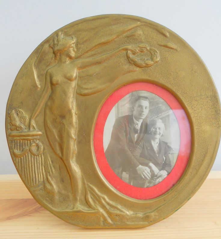 ANTIQUE VINTAGE ART NOUVEAU ROUND BRASS PHOTO FRAME ~ SOLD ON MY EBAY SITE LUBBYDOT1