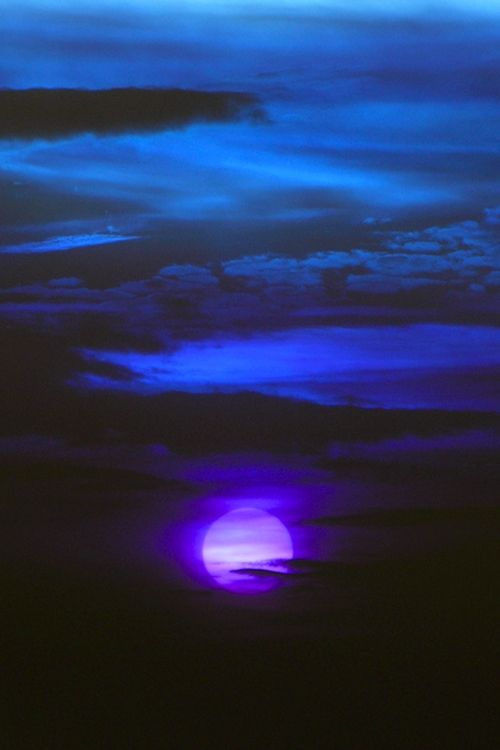 """""""Everyone is a moon, and has a dark side which he never shows to anybody."""" ― Mark Twain (Sleep Well ~ Dream)"""