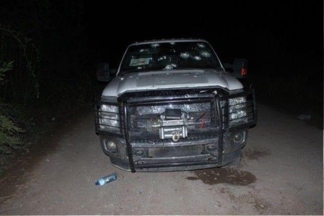 <p>· Tras enfrentamiento entre grupos delincuenciales, se logró asegurar equipo táctico, armas y vehículos.</p>  <p>Chihuahua,