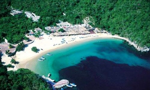 Playa la Entrega in Huatulco, Mexico