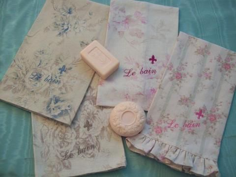 Chic and Shabby Le Bain (The Bath) Embroidered Guest Towel - Roses And Teacups