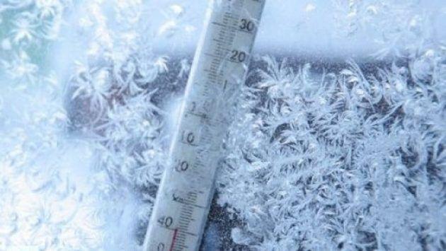 întorc ninsorile şi viscolul. Urmează trei zile de iarnă grea şi temperturi de minus 14 grade Celsius