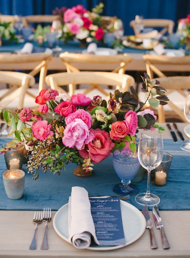 A bright California coastal wedding table setting: Photography: Michael Radford - http://www.michaelradfordphotography.com/