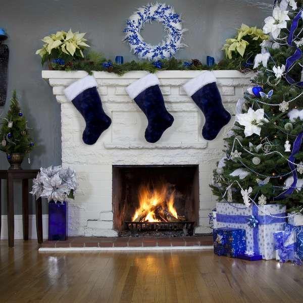 Mude a decoração de Natal com enfeites prata, azul ou rosa