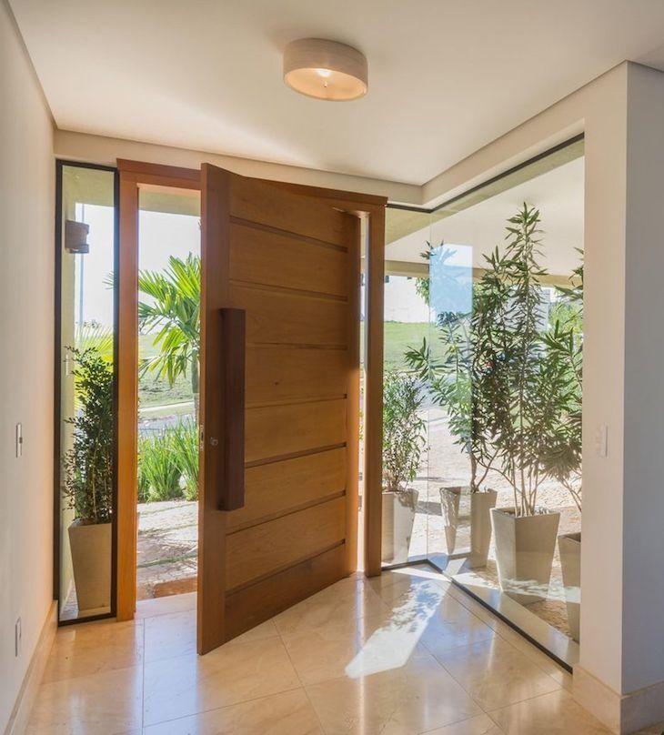 Parede de vidro: 70 fotos de ambientes de tirar o fôlego #casasmodernasminimalistas Entrada de casas modernas Casas modernas Casas
