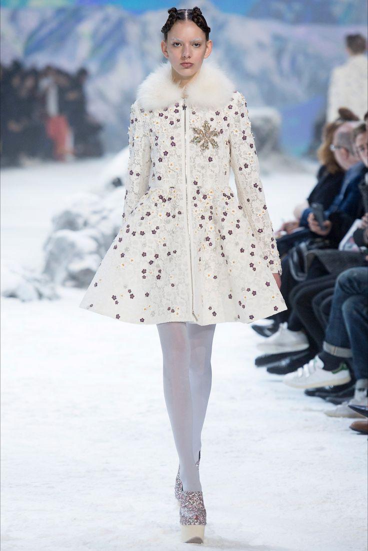 Sfilata Moncler Gamme Rouge Parigi - Collezioni Autunno Inverno 2016-17 - Vogue