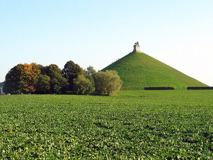 This hill was built by locals who carried dirt in baskets on the heads. Butte du Lion dite de Waterloo