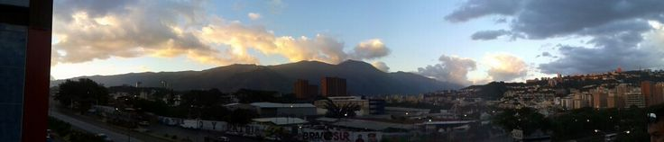Una vista desde el terminal de la bandera  Caracas - Venezuela