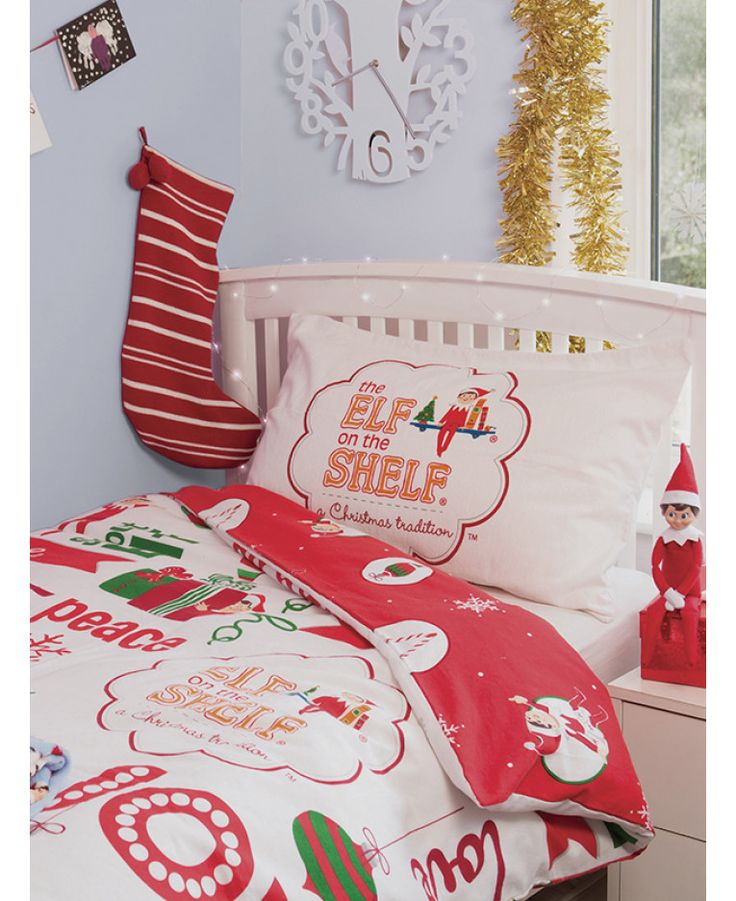 This Elf on the Shelf 4 in 1 Junior Bedding Bundle Set includes a toddler bed size quilt, pillow, duvet cover and pillowcase. Free UK delivery available