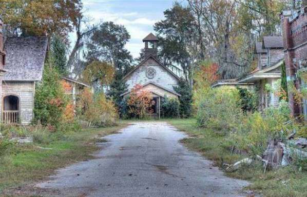 These 10 Abandoned Film Sets Have Changed A Bit Since Filming Ended