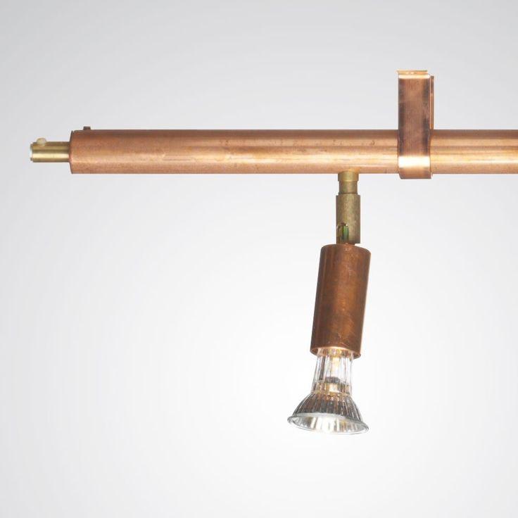 Star från Örsjö Belysning är en flexibel skena som kan anpassas efter behov och miljö. Standard är en eller två meter långa skenor som lätt ansluts med en jordad stickpropp. Star kommer i fyra olika utföranden; rå mässing, förnicklad mässing, rå koppar eller vitlackerad metall.Star kan även fås med fler ljuspunkter. För specialbeställning kontakta oss.