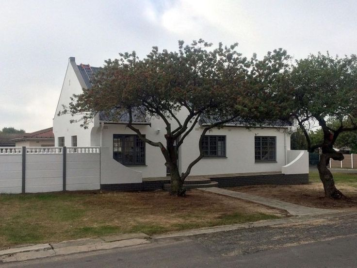 REFURBISHED FAMILY HOME WITH CAPE DUTCH FEEL