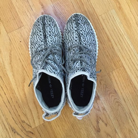 Fake Adidas Yeezy Sneakers Fake Adidas Yeezy sneaker, Gray spotted. Very hard to tell that they are fake. Fits best a 10 shoe size Shoes Athletic Shoes