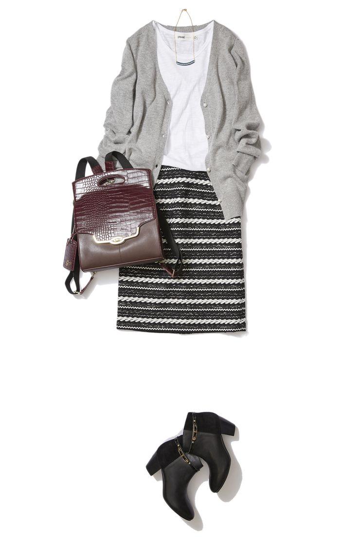 大人素材のボーダースカートで秋から冬への艶感コーデ ― B