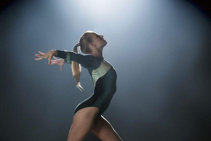 """¿Los leotardos de baile son iguales a los de gimnasia?. Sin prestar atención, podrías usar el mismo leotardo para baile y para gimnasia, pero dependerá en gran medida de tu maestro. """"Para mis clases personales, dejaría que una estudiante usara un leotardo de gimnasia"""", dice Kathe Carande, ..."""