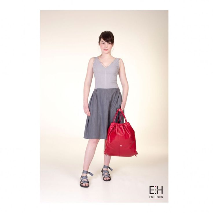•E N I H O R N LOOKBOOK SS'17• Simplicity is the ultimate sophistication. 👗: SHERRY #dress , GREGORIA #bag . . . #friday #friyay #ootd #fashion #designer #hungarian #leatherbag