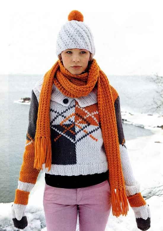 Трехцветный пуловер, оранжевый шарф, белая шапка и трехцветные варежки