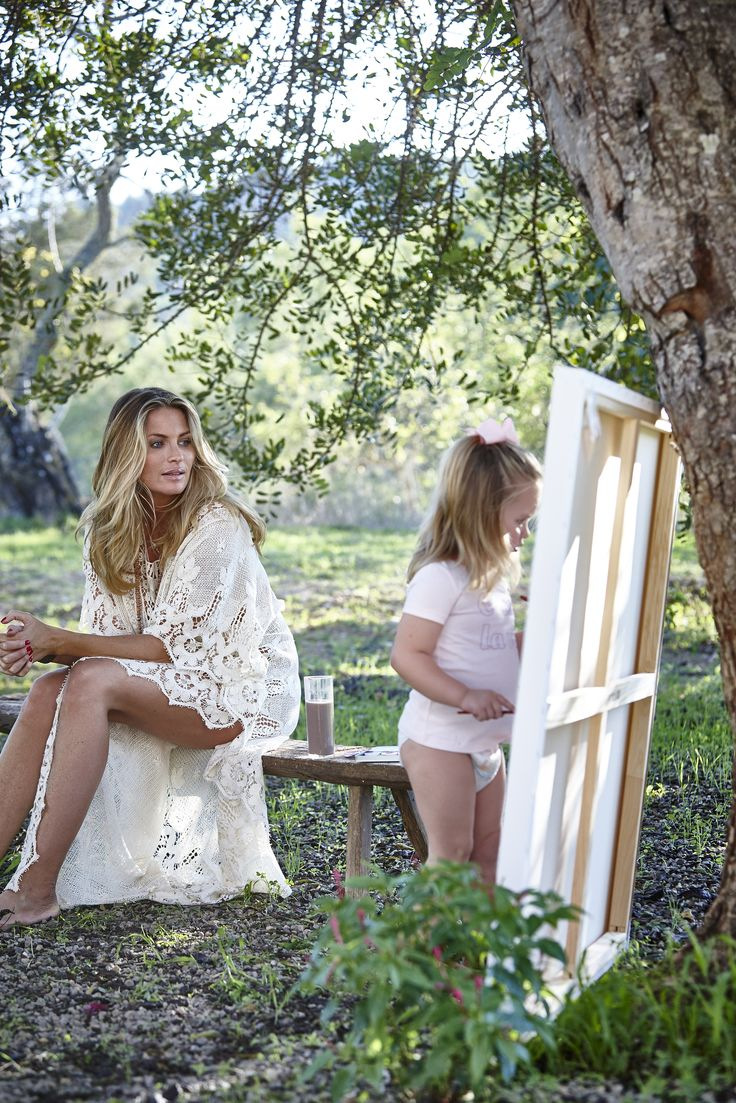Carolina Gynning and her doghter  Alicia on Ibiza Photo: Martin Löf