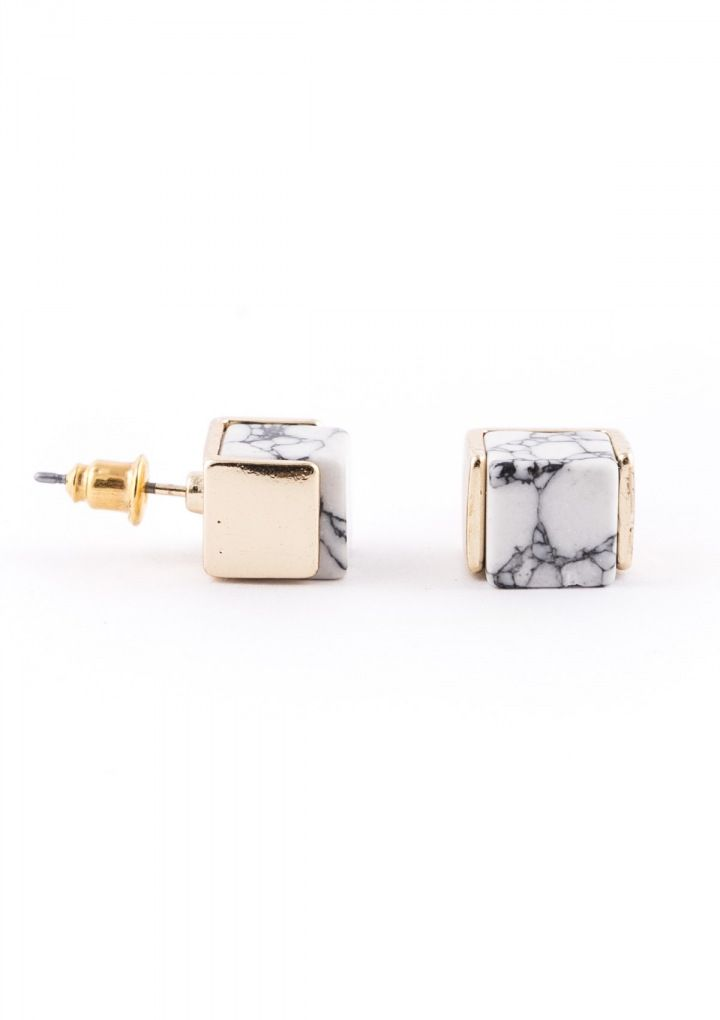 Super chic stud earrings created with a simple marble square. These earrings are perfect for weekend earrings or weekday meetings.