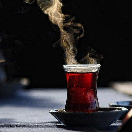Her çayın demleme süresi farklı olmakla birlikte ülkemizde kullanılan fermante siyah çaylar için ideal süre 5 dakika...
