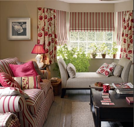 So comfy.... red and beige room Cozy Canadian Cottage: Laura Ashley Decor